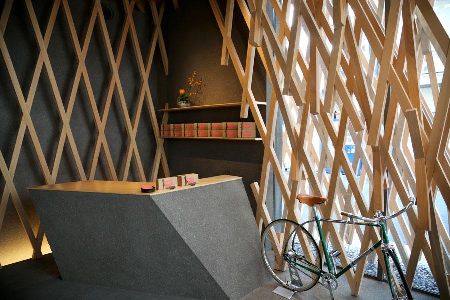 fiets-in-winkel-Tokyo-0197 sunny hills tokyo Japan