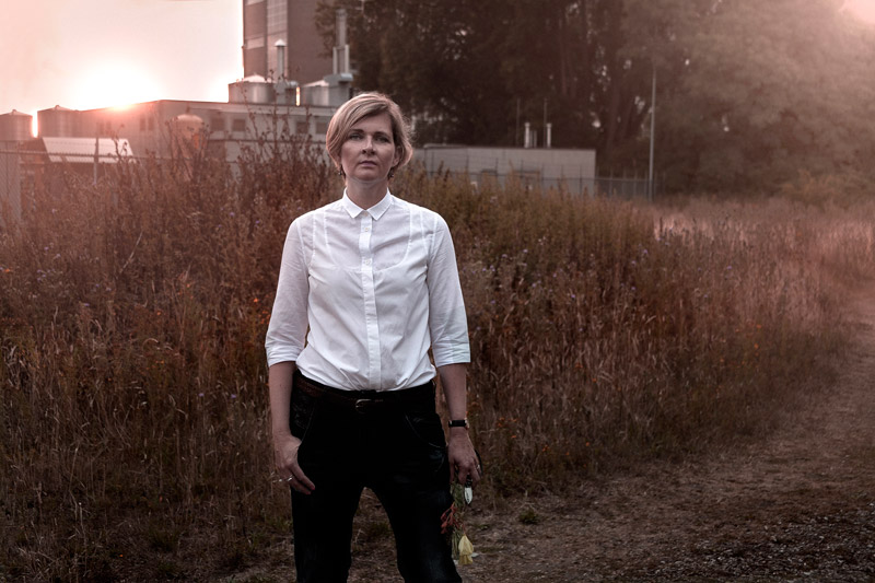Desiree Castelijn founder of the flower blog Ikebana Beautiful